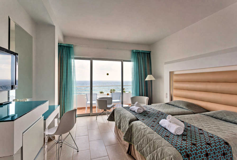 Leonardo Hotels & Resorts Mediterranean - twinDoubleSeaView_01.jpg
