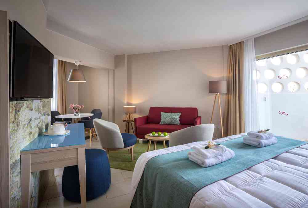 Leonardo Hotels & Resorts Mediterranean - juniorSuiteInlandView_02.jpg